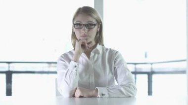 Woman facing camera — Stock Video