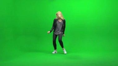 Woman dancing against green screen — Stock Video