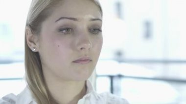 Woman focused on work — Stock Video