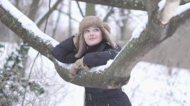 女人户外休闲 — 图库视频影像
