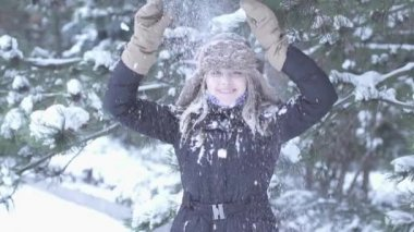 Women playing with snow — Stock Video