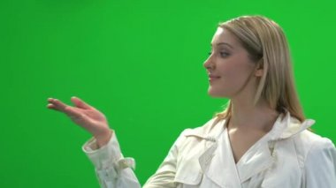 Vrouw weergegeven: product — Stockvideo