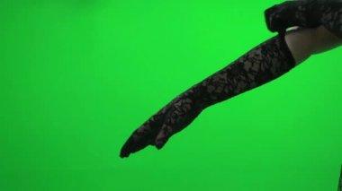 Vrouw dragen van handschoenen — Stockvideo