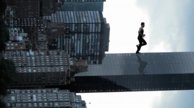 Superhero running on skyscraper — Stock Video