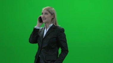 Businesswoman talking on phone — Stock Video