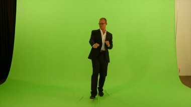 Man dancing against green screen — Stock Video