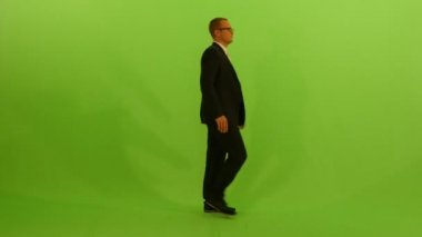 Man is isolated on green background — Stock Video