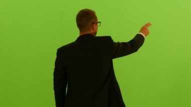 Man in suit on green screen background — Stock Video