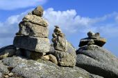 Stones balancing on top of Foia the highest mountain of Algarve — Stock Photo