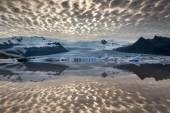 Reflections in Fjallsarlon lagoon — Stock Photo