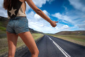 Woman hitchhiking — Stock Photo