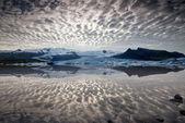 Reflections in Fjallsarlon lagoon — Stock Photo
