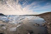 Reflexões na lagoa de fjallsarlon — Fotografia Stock