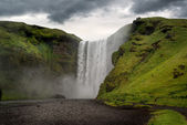 Beautiful and dramatic Skogafoss waterfalls — Stock Photo
