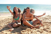 Adolescents take pictures by cellphones — Stock Photo