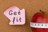 Get Fit written on sticky note and apple — Zdjęcie stockowe