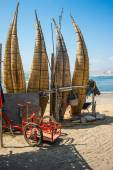 Straw boats still used by local fishermens in Peru — Stock Photo