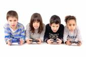 Friends playing video games — Stock Photo