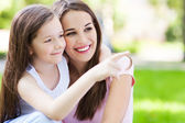 Mother and daughter pointing — Stock Photo