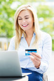 Woman with laptop and credit card — Stock Photo