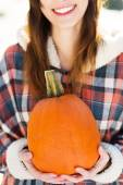 Young woman holding a pumpkin — Stock Photo