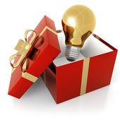 Goldene glühbirne in ein geschenkpaket auf weißem hintergrund — Stockfoto