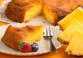 Piece of pineapple cake and fresh pineapple — Stock Photo