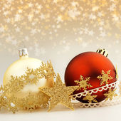 Christmas baubles and decorative ribbons on starry background — 图库照片
