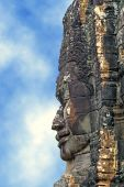 Profile of khmer statue on blue sky background — Stock Photo
