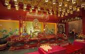 Interior of a buddhist temple in singapore — Стоковое фото