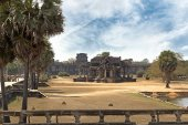 Ancient stone building in angkor wat site — Stock Photo
