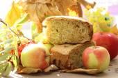 Apple pie and fresh apples — Stock Photo