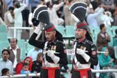 Pakistani Guards at the Wagah border ceremony. — Stock Photo
