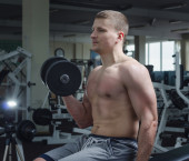 спортсмен в тренажерном зале — Стоковое фото