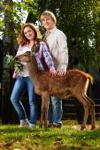 Pregnant couple with cute fawn — Stock Photo