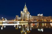 High-rise building on Kotelnicheskaya embankment in Moscow — Stock Photo