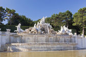 Neptune Fountain in Schonbrunn Palace in Vienna — Stock Photo