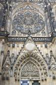 The exterior facade of the cathedral of St Vitus in Prague — Stock Photo