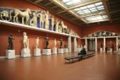 Visitatori nella Sala olimpica del Museo Pushkin di belle arti — Foto Stock