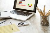 Analyzing graphics — Stock Photo