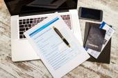 Filling a Travel insurance claim form — Stock Photo