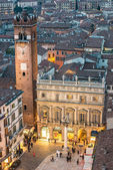 Piazza delle erbe, verona, italien — Stockfoto