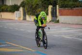 Camaiore, Italië - 11 maart 2015: Davide Formolo jonge wielrenner tijdens de opwarming van de aarde van de tijdrit. — Stockfoto
