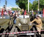 Jeep Gaz-67 a muž v uniformě Polská armáda Wwii — Stock fotografie