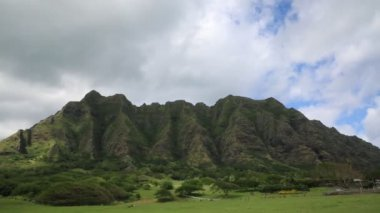 Clouds moving over Kualoa Ranch — Vídeo stock