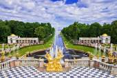 Grand cascade in Pertergof, Saint-Petersburg, Russia — Stock Photo