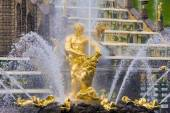 Samson fountain in Peterhof — Stock Photo