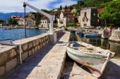 Boats on the Mediterranean coast near the town of Perast, Monten — Stock Photo
