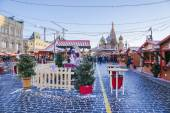 MOSCOW, RUSSIA - January 6: Christmas market on the Red Square i — Stock Photo