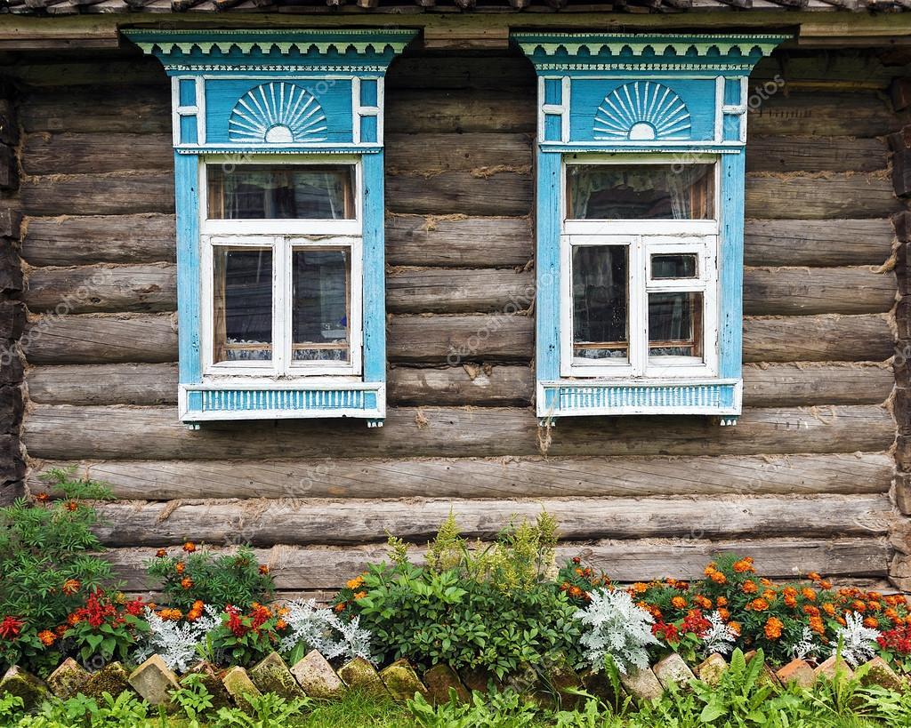 Fachada de las antiguas casas de madera decorada con ... - photo#30